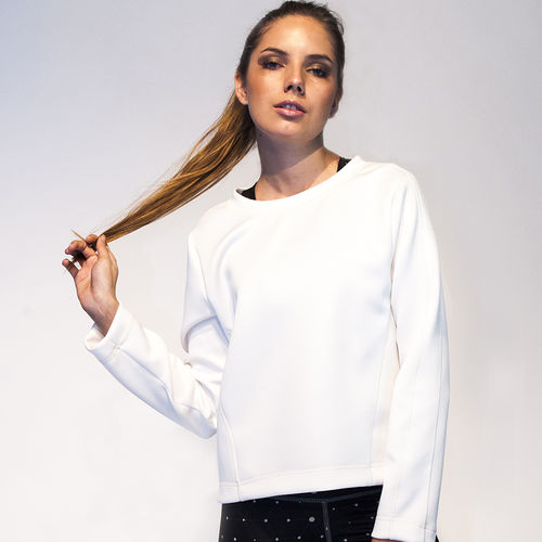 Long white sweater in 3D